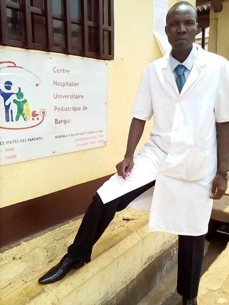 le DR Kosh Comba, chef de service en oncologie pédiatrique au complexe pédiatrique de Bangui