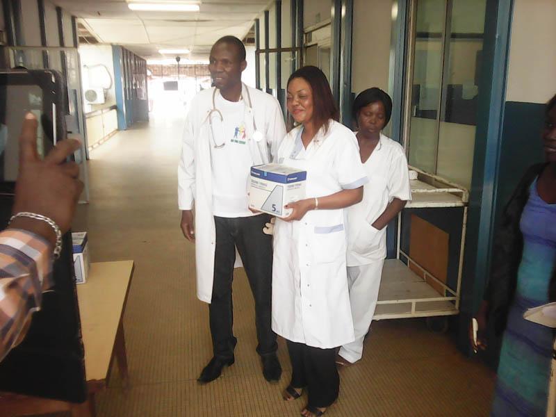 Dr Jess Elio Kosn Comba, chef de service et DR Lorna Nguilelo, onco-pédiatre